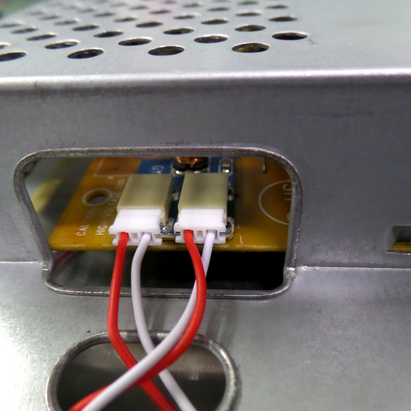 Разъемы LED подсветки вместо ламповой